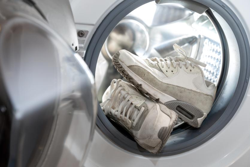 pranie białych butów