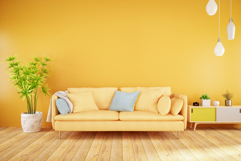 желтая стена