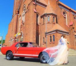 przed kościołem, Classy Wedding Cars, Rębiechowo