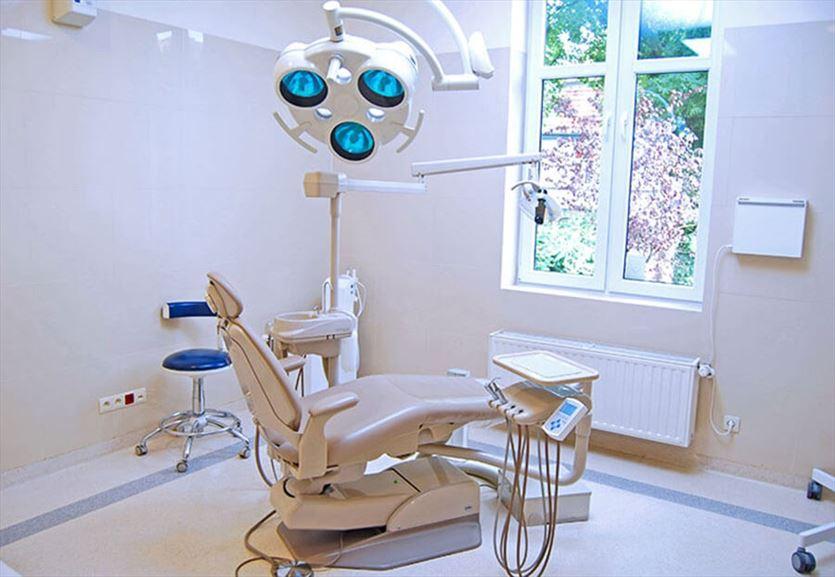 Chirurgia, implantologia, protetyka i stomatologia estetyczna, Ewa Osękowska Lekarz chirurg stomatolog Praktyka dentystyczno-implantologiczna, Sopot