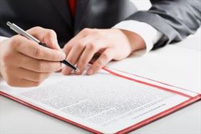 podpisywanie dokumentu, Jarosław Pietryga Notariusz, Bytom