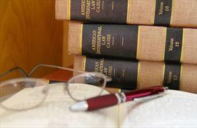 kodeksy prawne i okulary, Kancelaria Radców Prawnych Marek Giedyk, Kielce