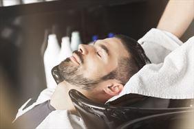 mycie włosów, Sfera Barbera Fryzjerstwo Męskie Anna Szyma , Brzeszcze