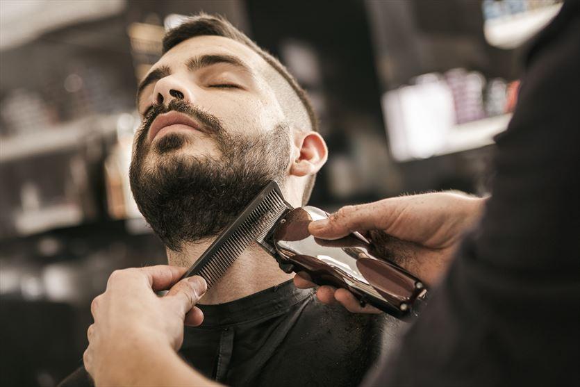 Strzyżenie i stylizacja włosów oraz brody, Sfera Barbera Fryzjerstwo Męskie Anna Szyma , Brzeszcze