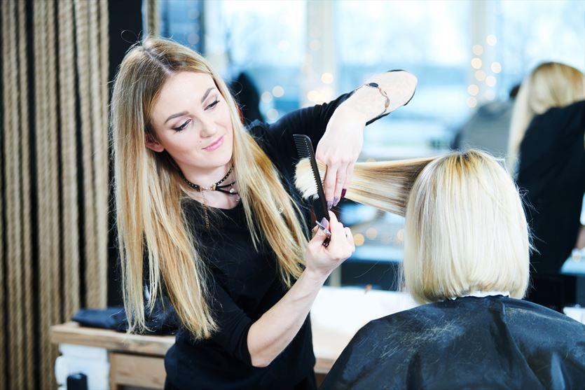 Prowadzimy usługi fryzjerskie oraz szkolimy przyszłych fryzjerów, Metamorfoza, Łódź