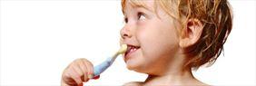 dziecko myjące zęby, MPG-DENT Małgorzata Przybylska Gabinet Stomatologiczny, Studzian