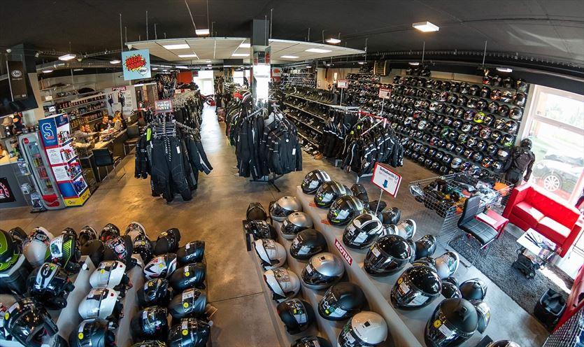 Największy sklep motocyklowy w Polsce, X-Moto Sklep & Outlet Motocyklowy, Karaś