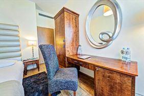 biurko, lustro, Don Prestige Residence, Poznań