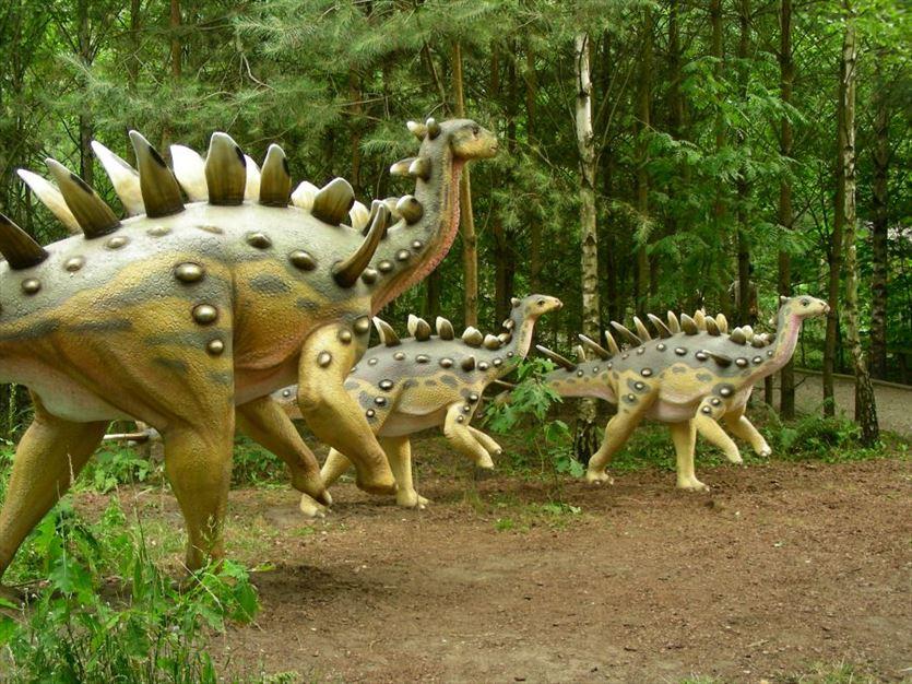 Z nami przeniesiesz się we wspaniały świat dinozaurów, Park Dinozaurów, Nowiny Wielkie