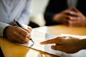 podpisywanie umowy ubezpieczeniowej, Multiagencja Ubezpieczeniowa Jolanta Rychter ubezpieczenia., Łomianki
