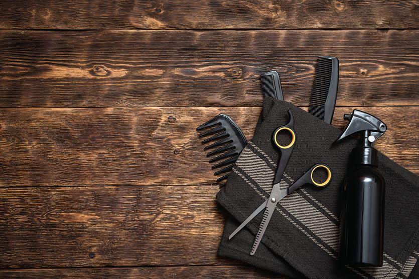 Obcinanie i prostowanie włosów, Monika Samsel Salon Fryzjerski, Myszyniec