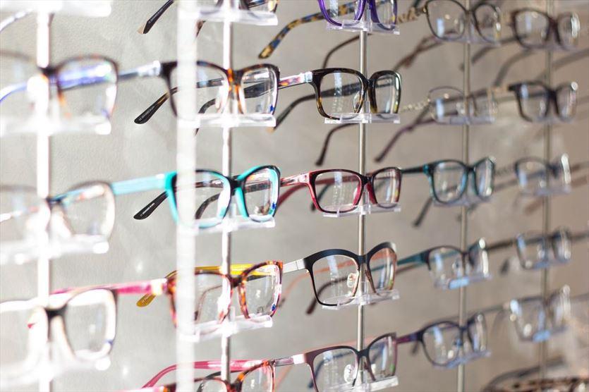 Profesjonalny dobór oprawek okularowych, Salon Optyczny Anna Mazurek, Warszawa