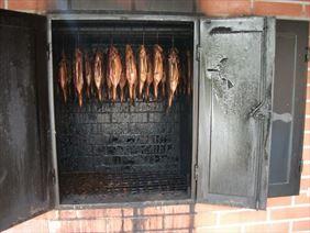 wędzone pstrągi, Smażalnia ryb Herbergerówka, Słoszów