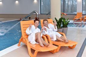 wypoczynek nad basenem, NOWY ZDRÓJ - Centrum Zdrowia i Wypoczynku, Polanica-Zdrój