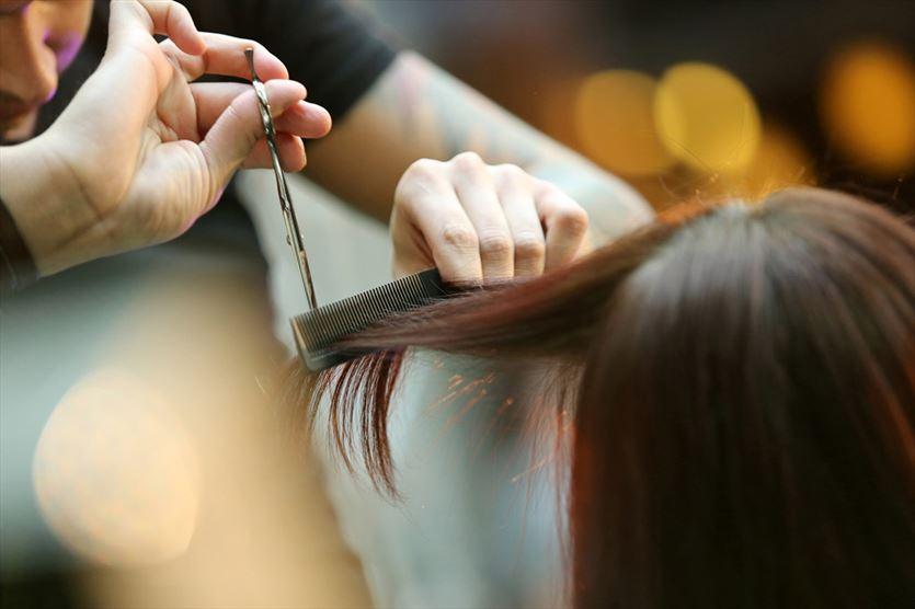 Oferujemy strzyżenie damskie i męskie, Kobylański. Salon fryzjerski. Kosmetyki, Pisarzowice