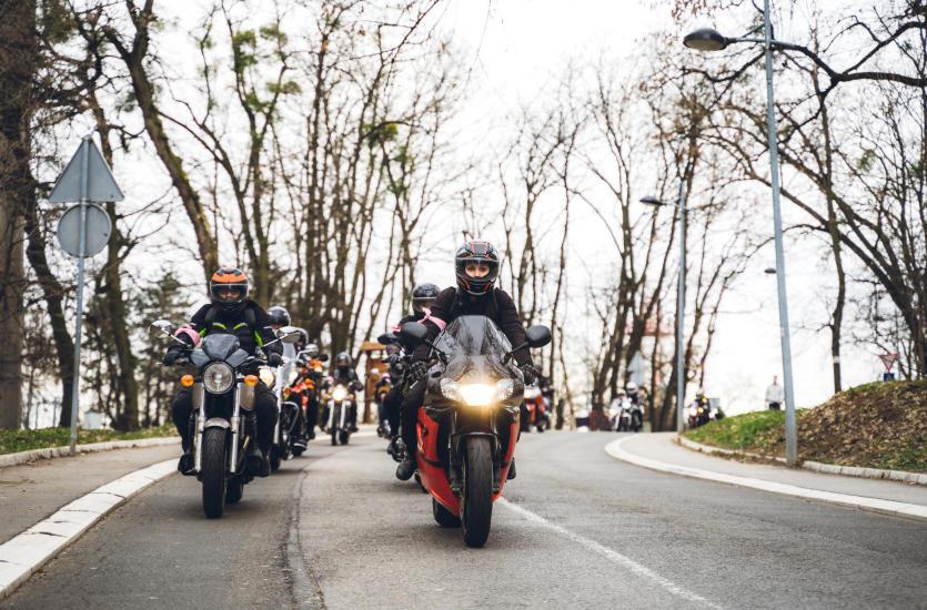 Jaki prezent wybrać dla motocyklisty z asortymentu sklepu X-Moto?