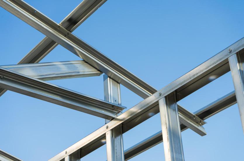 Najważniejsze zalety konstrukcji stalowych