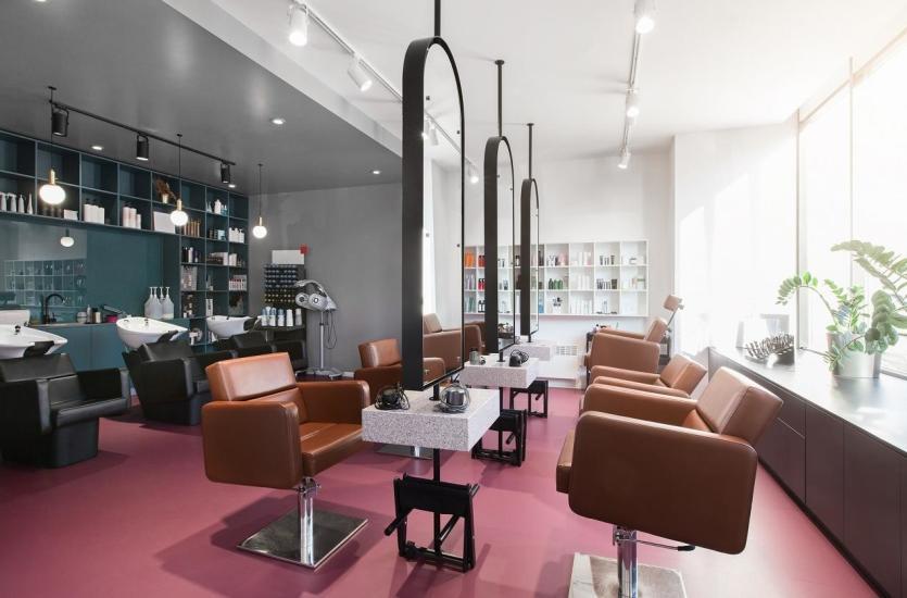 Ekskluzywne fotele fryzjerskie w różnych stylach