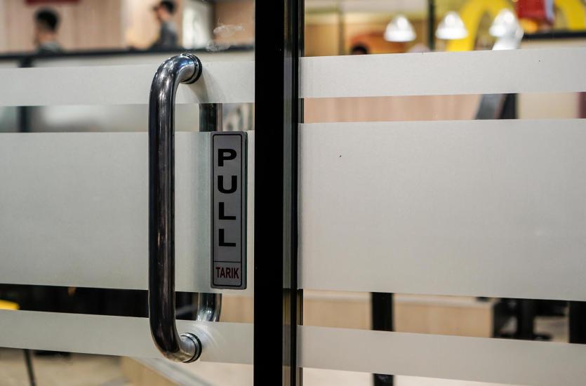 Dlaczego warto zdecydować się na szklane drzwi?