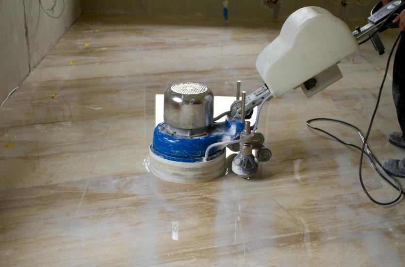 Nowoczesne urządzenia czyszczące – na co zwrócić uwagę przy wyborze szorowarki walcowej?