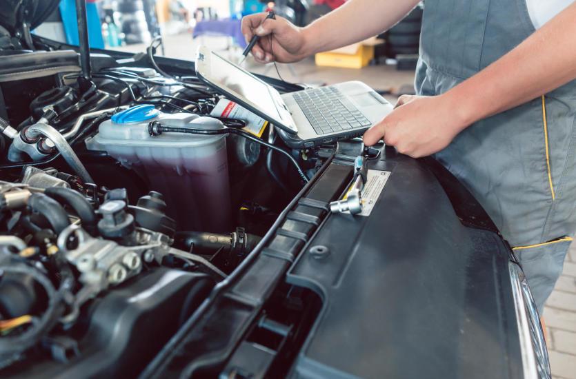 Jakie usługi świadczą renomowane warsztaty samochodowe?