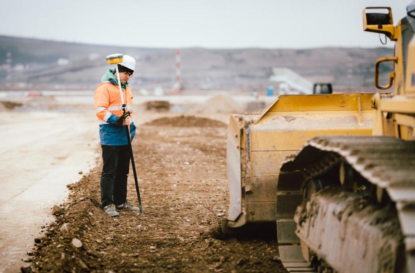 Precyzyjne pomiary, czyli pomoc geodety na placu budowy