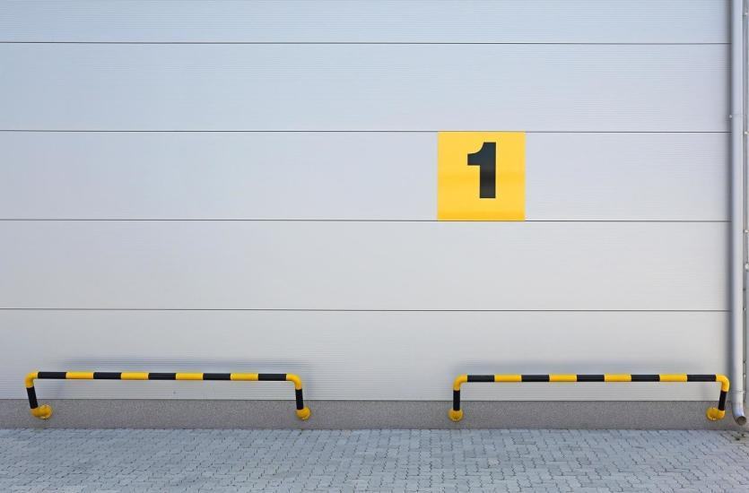 Маркировка ограждений и отбойных систем.  Красный и белый или желтый и черный?