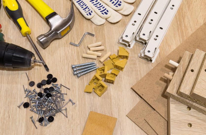 Czy warto korzystać z usług firm montujących meble?