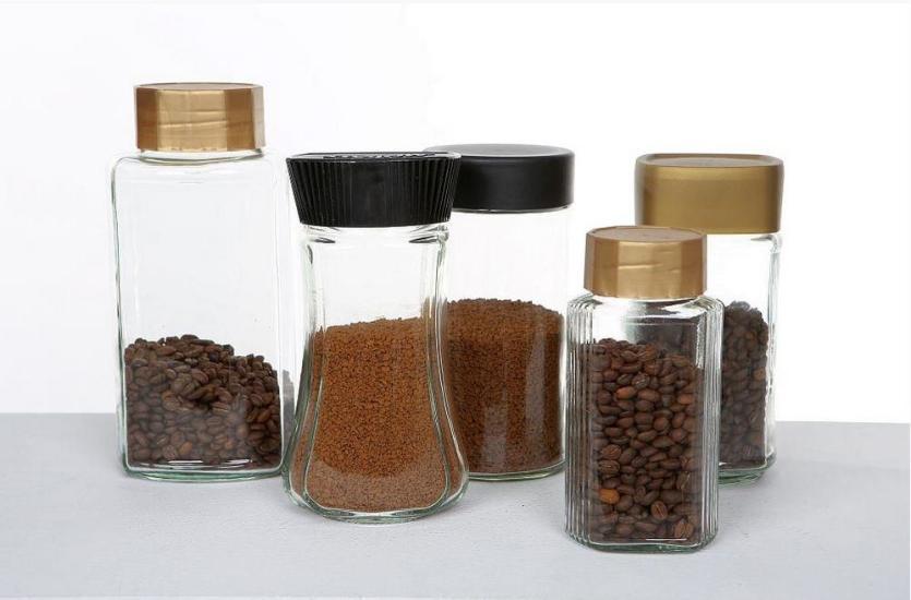 Opakowania szklane – produkcja i zalety zastosowania