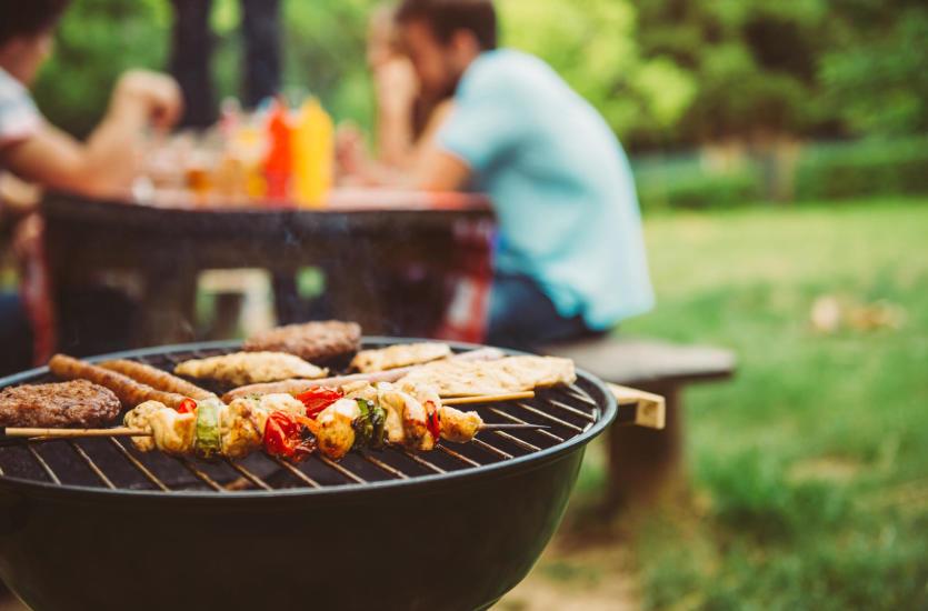 Что приготовить для барбекю и какое оборудование выбрать?