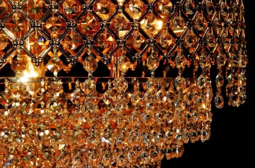 Jak zadbać o stylowe oświetlenie wnętrz, czyli lampy i żyrandole