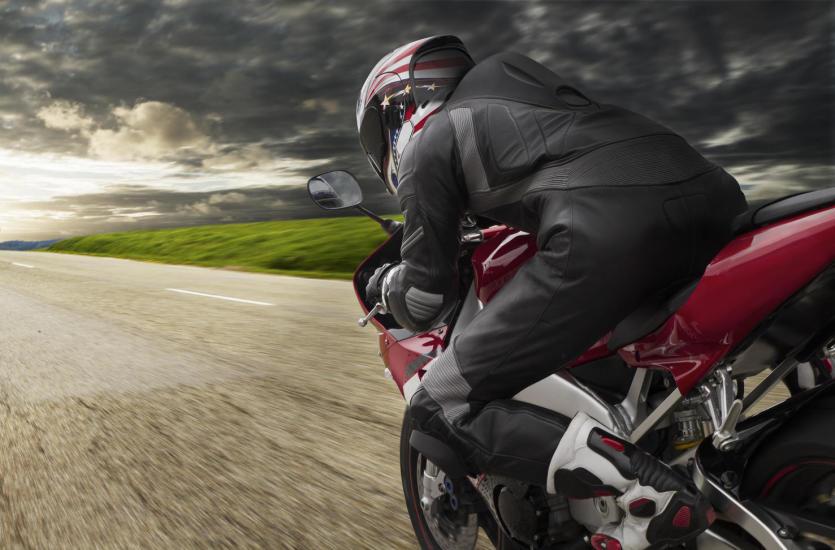Dobry strój na motocykl ochroni cię przed obrażeniami