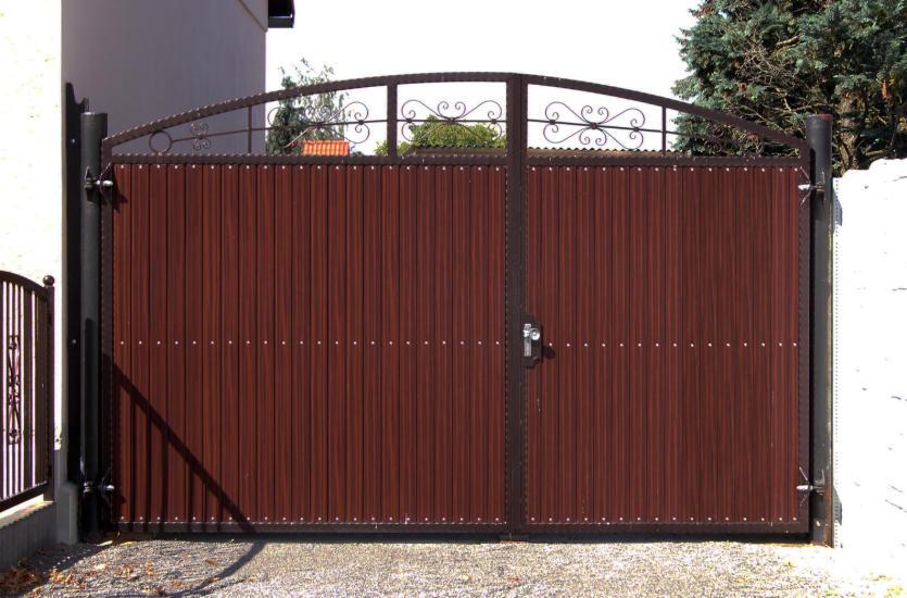 Bramy i ogrodzenia – bezpieczeństwo z klasą i charakterem