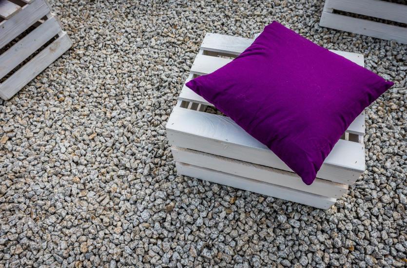 Stwórz oryginalne meble ogrodowe z palet
