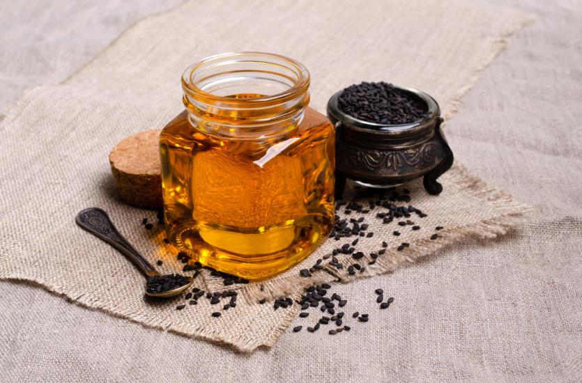 Olej z czarnuszki – właściwości, zastosowanie, wpływ na zdrowie