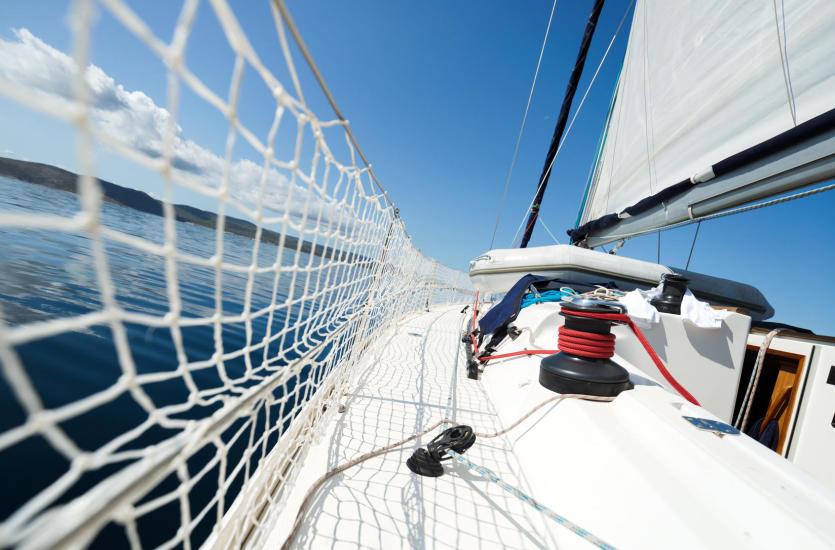 Jak zadbać o komfort i bezpieczeństwo na łodzi?
