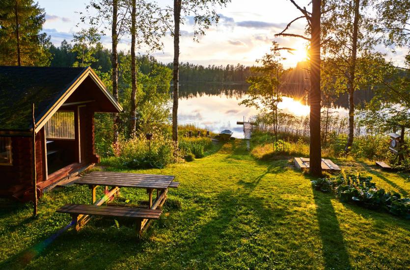 Czy warto kupić działkę nad jeziorem?