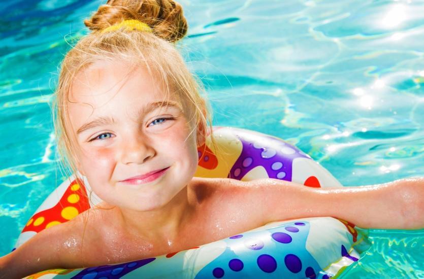 Jaki basen ogrodowy kupić i jak o niego dbać?