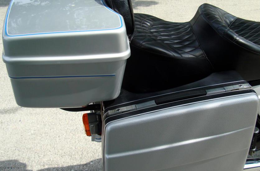 Czym różni się kufer motocyklowy od sakwy?