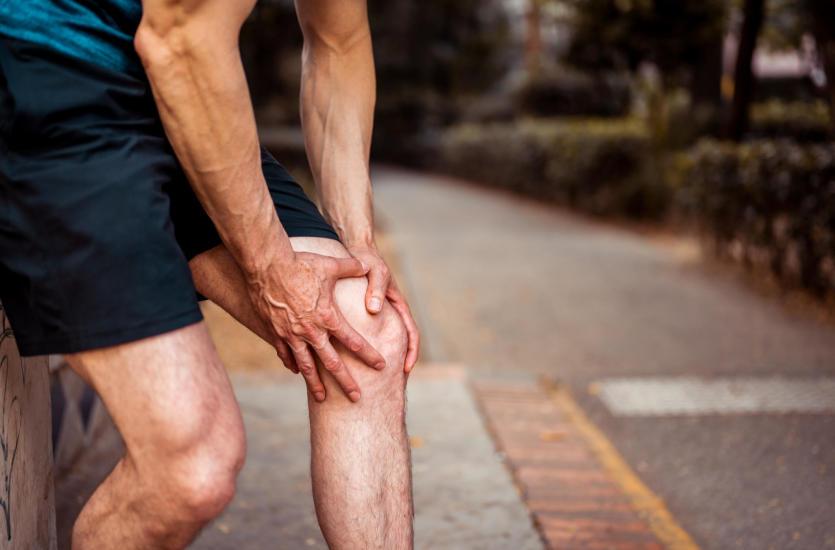 Боль в колене - причины, лечение. Почему болят колени?