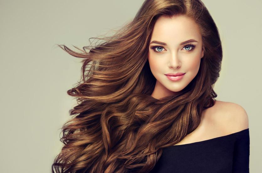 Metamorfoza kobiety, czyli o jaką fryzurę poprosić damską fryzjerkę?