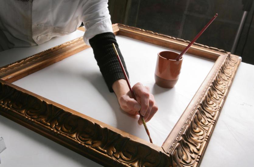 Renowacja mebli i antyków – co można odrestaurować?