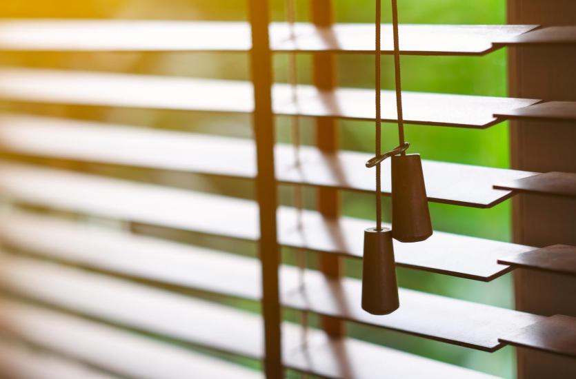 W jaki sposób skutecznie osłonić okna?