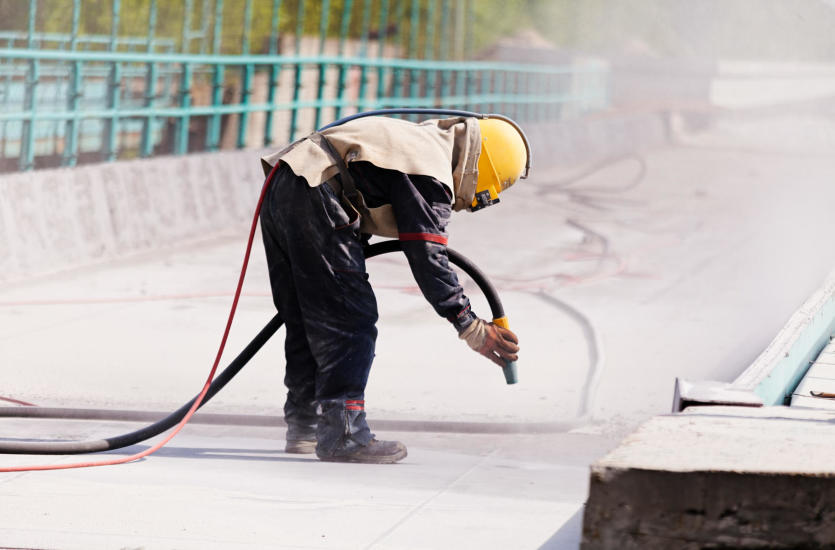 Kiedy wykonuje się malowanie hydrodynamiczne i piaskowanie?