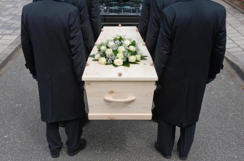 Mistrz ceremonii pogrzebowej – pogrzeb świecki a katolicki