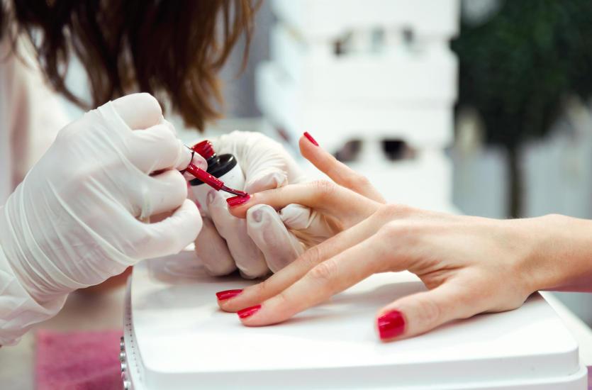 Manicure i pedicure – gdzie dokładnie można go wykonać?
