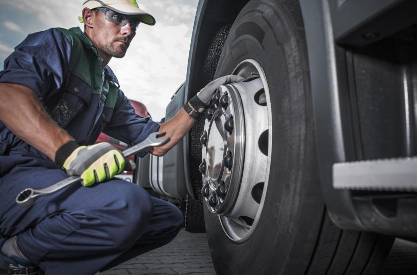 Na czym polega przegląd samochodu ciężarowego?