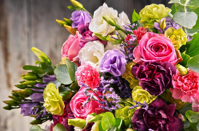 Jak Wlasciwie Wreczac Kwiaty Savoir Vivre Dla Kazdego
