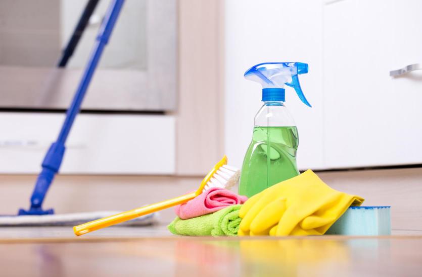 Jaka chemia sprawdza się przy czyszczeniu i pielęgnacji podłóg?