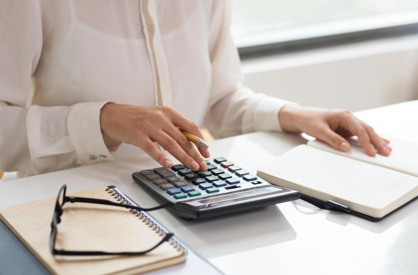 Co obejmuje kompleksowa obsługa kadrowo-płacowa?